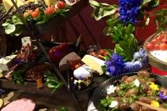 11-Nib-grazing-table-decor-&-flowers---NEX