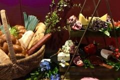 12-Nib-grazing-table-decor-&-flowers---NEX